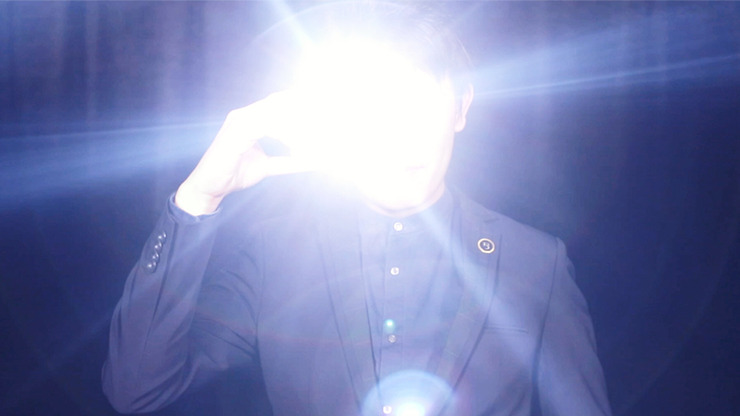 illuminate (Gimmicks & Online Instruction) by Bond Lee & Wenzi Magic