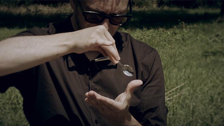 Quantum Spoon Bend by Peter Eggink